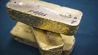 Oro opera con pocos cambios a la espera de dato de inflación en EEUU
