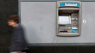 Sabadell inicia un nuevo ERE en España, según un sindicato y una nota interna
