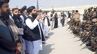 RESUMEN-Talibanes celebran victoria con disparos al aire tras salida de tropas EEUU de Afganistán