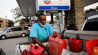 Inundaciones y apagones complican esfuerzos de petroleras por reabrir tras el huracán Ida