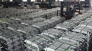 METALES BÁSICOS-Aluminio toca máximo 10 años por dudas sobre suministro de China, cobre sube