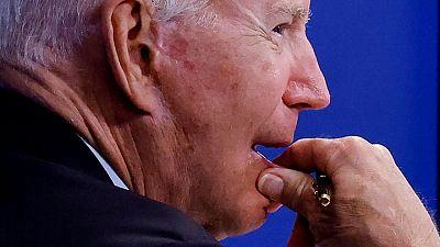 """En conversación antes colapso, Biden presionó a presidente afgano para que """"cambiara la percepción"""""""