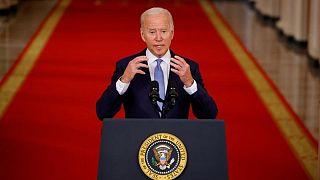 Biden cita a Ejército de Afganistán y rol de Trump en caótica salida de Afganistán