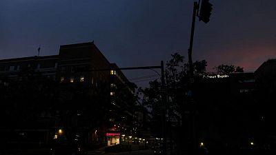 Tras Ida, Luisiana se enfrenta a un mes sin electricidad a medida que aumenta el calor