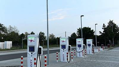Biden infrastructure plan takes on EV charging's inequality problem