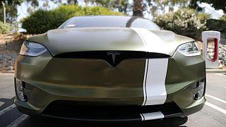EEUU identifica duodécimo accidente de Tesla con sistema asistido que implica a vehículo emergencia
