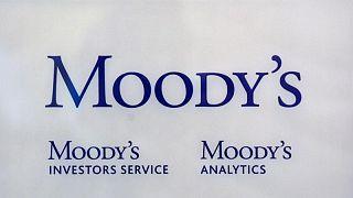 """Moody's rebaja calificación de Perú a """"Baa1"""" citando un entorno político polarizado"""