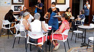El desempleo en España cae en agosto a niveles previos al confinamiento por COVID