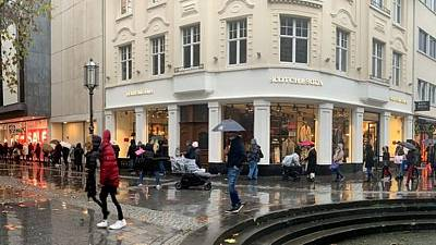 Euro zone retail sales weaker than expected in July