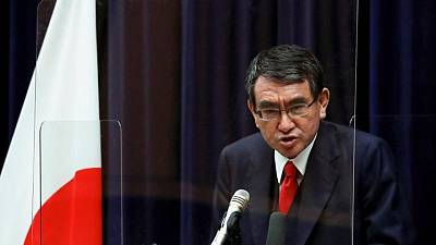 El ministro japonés de vacunación, favorito de los votantes para la presidencia