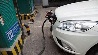 Importaciones petroleras de China en agosto suben, refinerías reanudan sus compras