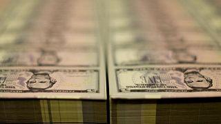 Alza de rendimiento de bonos EEUU impulsa al dólar por segundo día