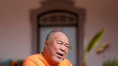 Activista chino Ai Weiwei dice que Credit Suisse cerraría cuenta bancaria de su fundación