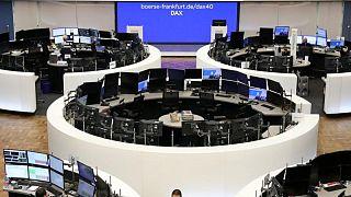 Las bolsas europeas caen un 1% por las dudas sobre el crecimiento