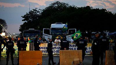 Bolsonaro se reunirá con camioneros en huelga en Brasil, entre nervios de exportadores