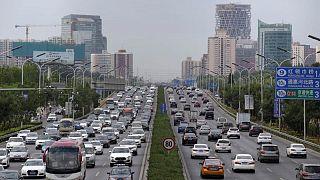 China multa a tres empresas de venta de chips para automóviles por subir precios