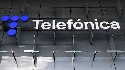 Telefonica hires Goldman Sachs to sell UK mobile masts stake, El Confidencial says