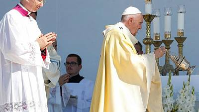 In Hungary, pope says anti-Semitism 'fuse' must not be allowed to burn