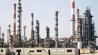 PETRÓLEO-Crudo toca máximo de una semana entre preocupaciones por suministro en EEUU