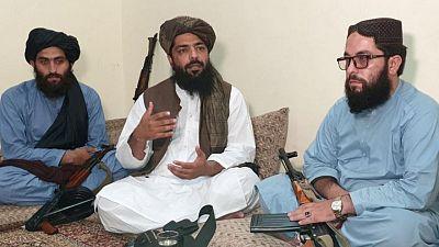 EXCLUSIVA-Las mujeres afganas no deben trabajar con hombres, dice un alto cargo talibán