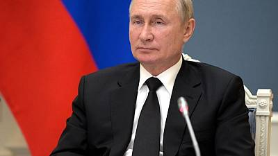 Putin approves pre-election salary boost for police, military personnel
