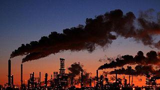 Las vacunas desatarán la demanda acumulada de petróleo, según la AIE