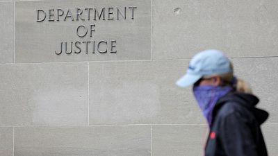 Departamento Justicia EEUU reduce uso de arrestos con estrangulamiento y allanamientos sin aviso