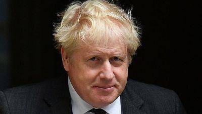 El primer ministro británico Johnson reorganizará su equipo de ministros el miércoles - fuente
