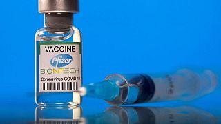 Pfizer dice en documento ante FDA que tercera dosis contra COVID-19 mejora respuesta inmune