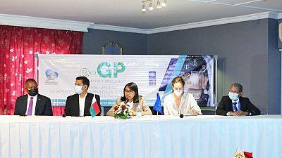 e-GP : Améliorer le Processus de Passation et D'exécution des Marchés Publics