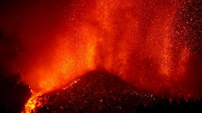 La Palma volcano is 'a great show' and safe for tourists says Spanish minister