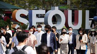 كوريا الجنوبية تمدد قيود التباعد الاجتماعي مع زيادة إصابات كورونا