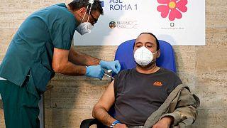Italy reports 25 coronavirus deaths on Saturday, 3,312 new cases