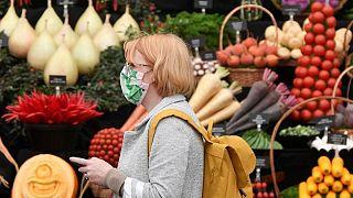 بريطانيا تسجل 127 وفاة بفيروس كورونا