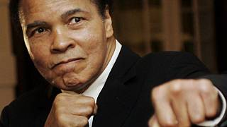 لوحات بريشة أسطورة الملاكمة محمد علي معروضة للبيع في مزاد