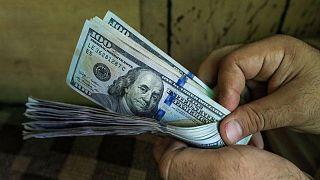 الدولار يصعد فيما تترقب الأسواق بيانات الوظائف