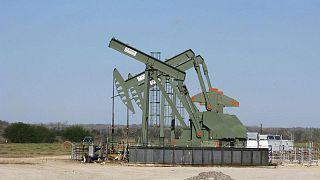 النفط يغلق قرب قمة 3 سنوات قبيل اجتماع أوبك+