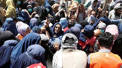 الهلال الأحمر التركي يرسل مساعدات غذائية لنازحين أفغان