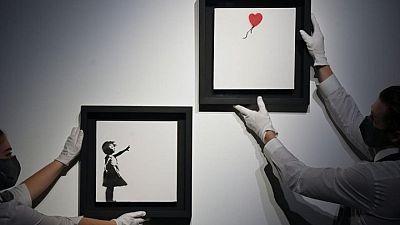 """كريستيز تتوقع بيع لوحة """"الفتاة والبالون"""" لبانكسي بنحو 4.75 مليون دولار"""