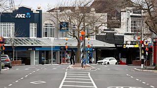 نيوزيلندا تسجل 27 إصابة بكوفيد-19 وسط احتجاجات ضد الإغلاق