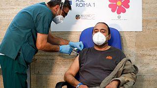 إيطاليا تسجل 25 وفاة جديدة و3312 إصابات بفيروس كورونا