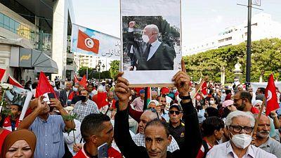 تونس تلقي القبض على عضو في البرلمان ومذيع تلفزيوني وصفا الرئيس بالخائن