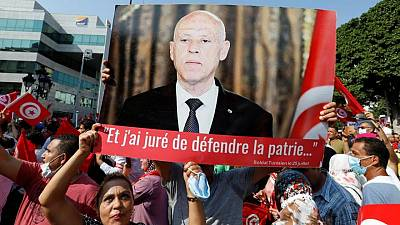 آلاف يتظاهرون دعما للرئيس التونسي ويطالبون بإصلاح النظام السياسي