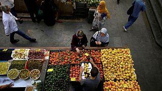 الجزائر تخفض ضريبة الدخل وسط ارتفاع أسعار المواد الغذائية