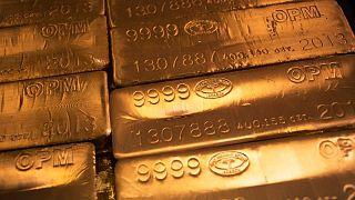 الذهب يتراجع مع توقف نزيف الدولار لكن يظل فوق مستوى 1750 دولارا