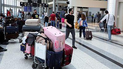 لبنانيون يهربون إلى وجهات غير مألوفة تحت وطأة الانهيار الاقتصادي