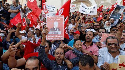 الرئيس التونسي يقول إن 1.8 مليون تظاهروا تأييدا له يوم الأحد
