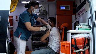 تركيا تسجل 29802 إصابة جديدة بكوفيد-19