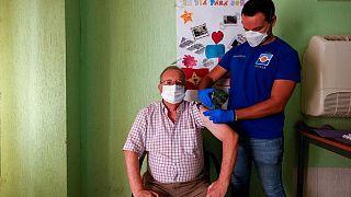 إسبانيا توافق على جرعة معززة من لقاح كورونا لمن فوق السبعين