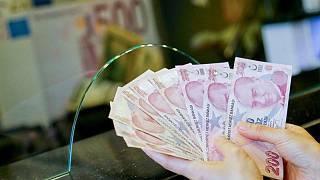 الليرة التركية تهبط لقرب أدنى مستوى على الإطلاق مع صعود الدولار